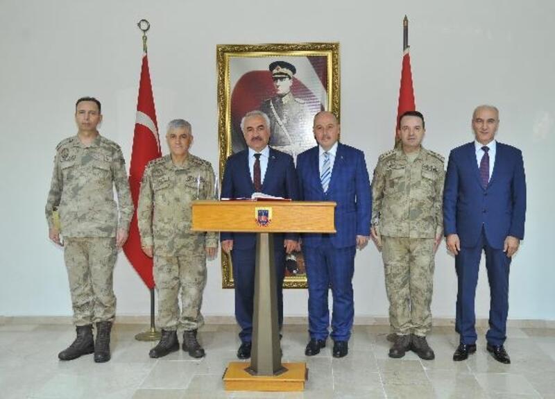 İçişleri Bakan Yardımcısı Ersoy ve Orgeneral Çetin Osmaniye'de