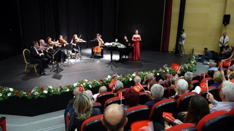 Marmaris'te Atatürk'ün sevdiği şarkılar seslendirildi