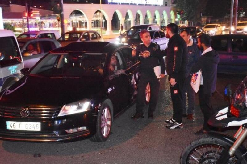 Otomobil ile polis motosikleti çarpıştı: 2 polis yaralı
