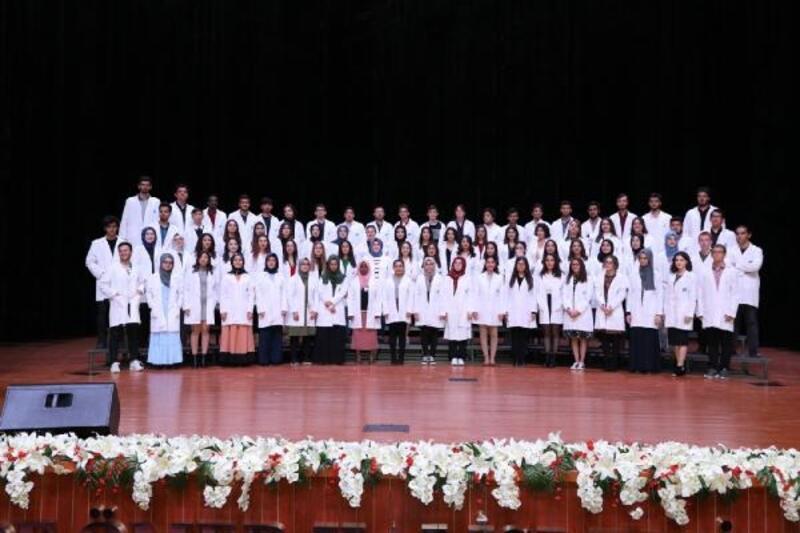Tıp Fakültesi öğrencileri, beyaz önlüklerini giydi