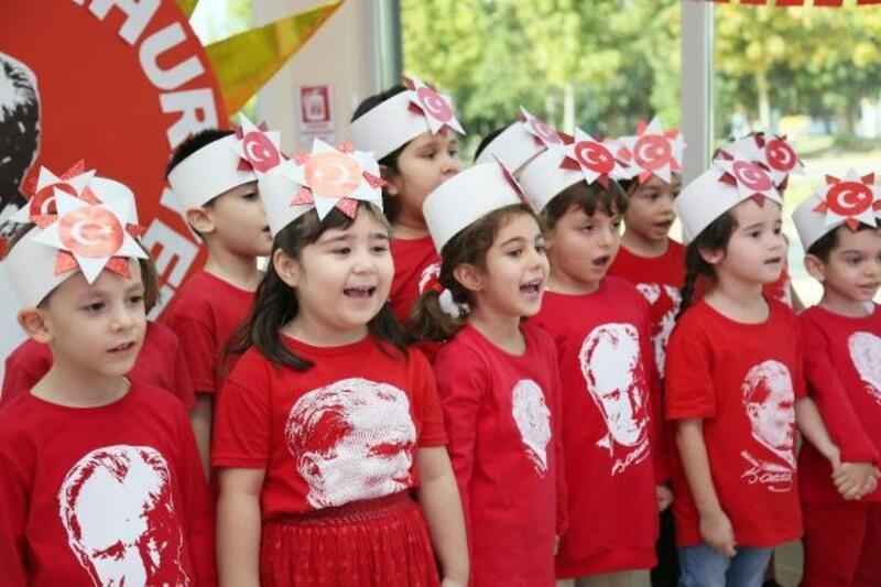 Minikler Cumhuriyet Bayramı'nı kutladı