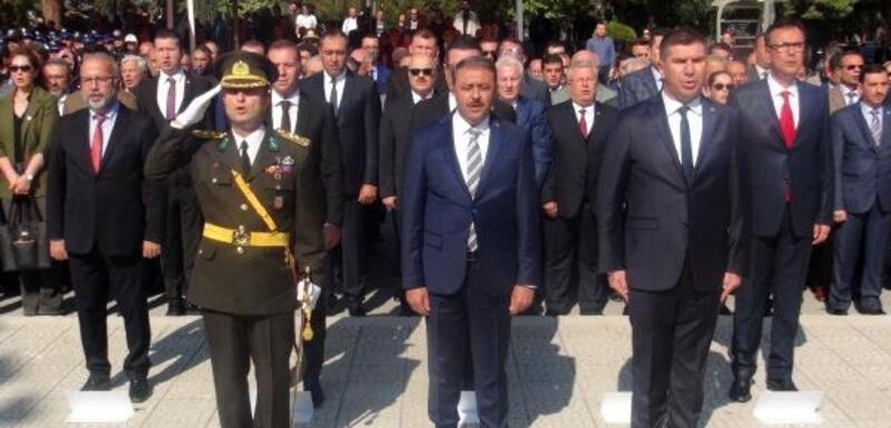 Burdur'da çelenk sunma töreni yapıldı