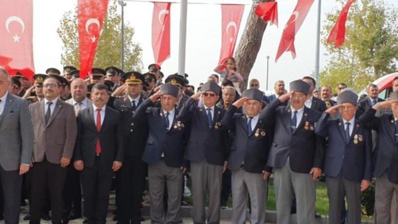 """Gemlik'teki Cumhuriyet Bayramı """"asker selamı"""" ile kutlandı"""