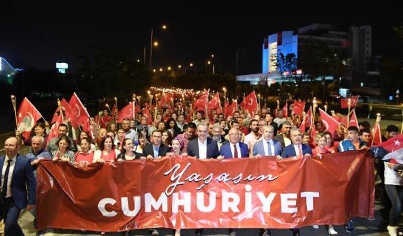 Konyaaltı'nda 'Cumhuriyet' yürüyüşü