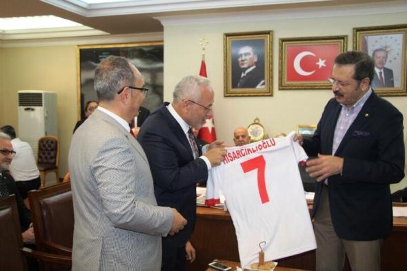 Başkan Tosyalı'dan Hisarcıkloğlu'na forma