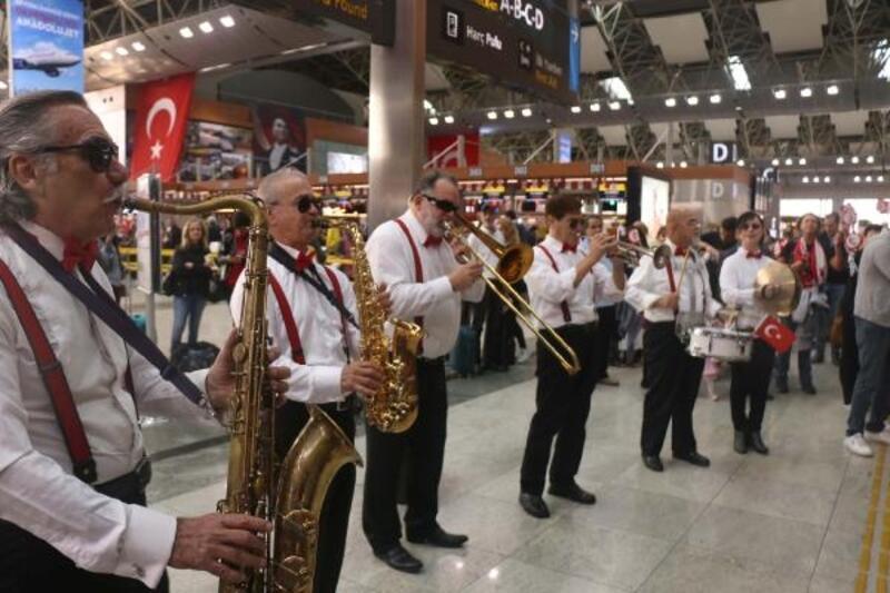 Sabiha Gökçen Havalimanı'nda 29 Ekim Cumhuriyet Bayramı coşkusu