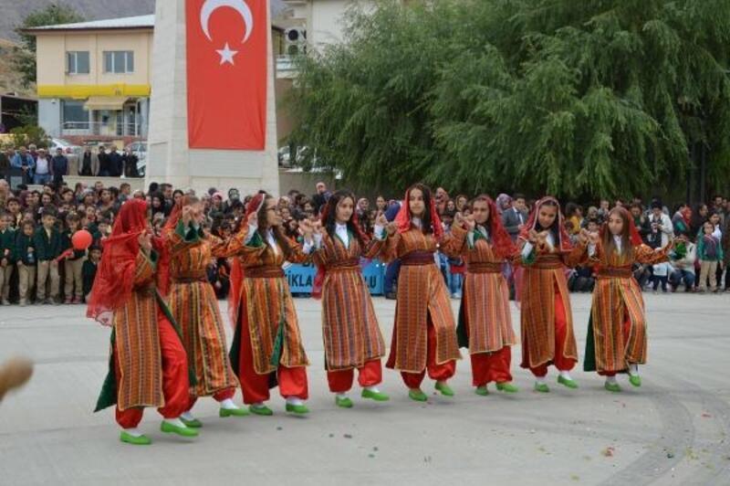Divriği'de Cumhuriyet Bayramı coşkusu