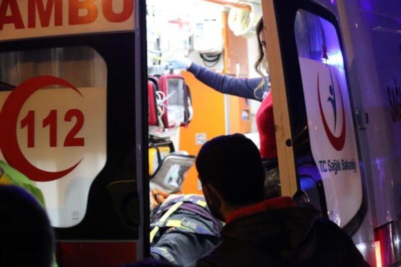 Otomobil sürücüsü sola dönerken halk otobüsüne çarptı