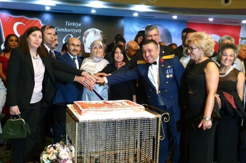 Vali Demirtaş'tan Cumhuriyet Bayramı kabul töreni