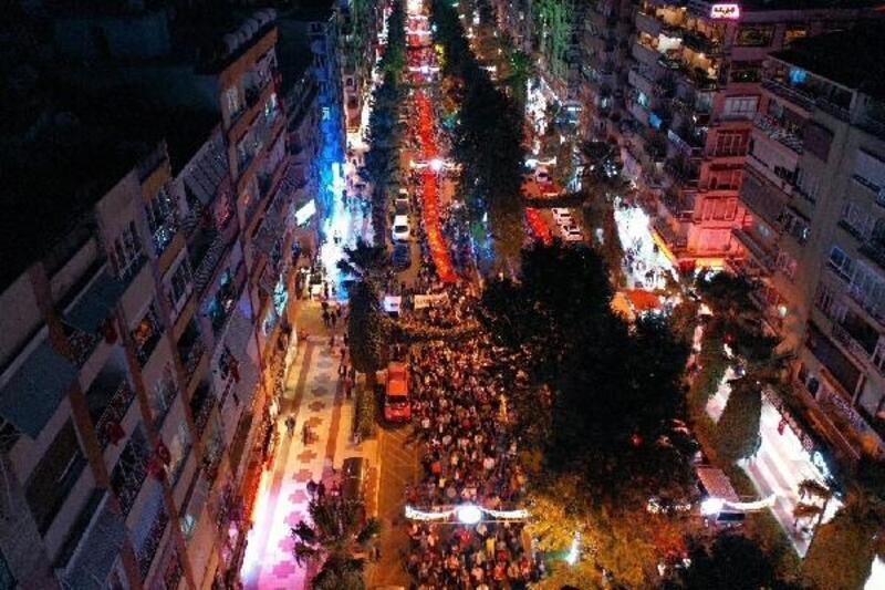 Aydın'da fener alayında 500 metrelik Türk bayrağı açıldı