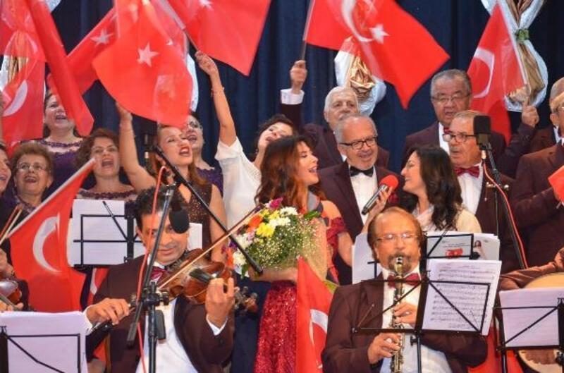 Nazilli'de şarkılar Cumhuriyet'in 96'ncı yıl dönümü için söylendi