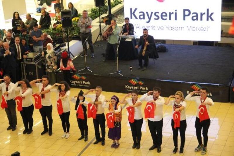 Kayseri'de horonlu Cumhuriyet Bayramı kutlaması