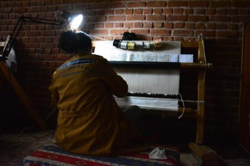 Tarihi milattan önceye dayanan Pazırık halısı, Bursa'da dokunuyor