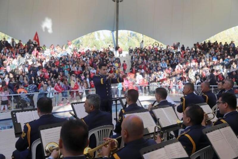Eskişehir'de, askeri bando konserine yoğun ilgi