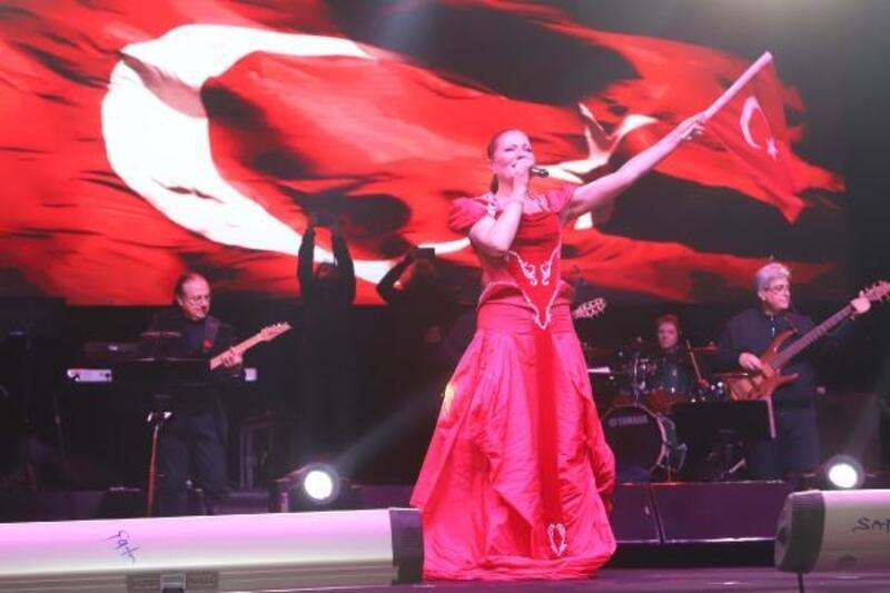 Cumhuriyet Bayramı'nda Candan Erçetin konseri