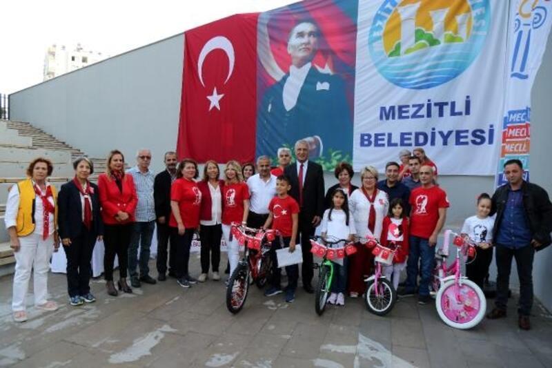 'Atatürk ve Cumhuriyet' şiirleriyle bisiklet kazandılar