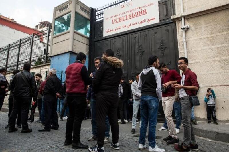 Süre doldu; Suriyeliler göç idarelerine akın etti