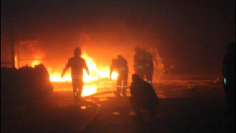 Sivas'ta, atık plastik fabrikasında çıkan yangın korkuttu