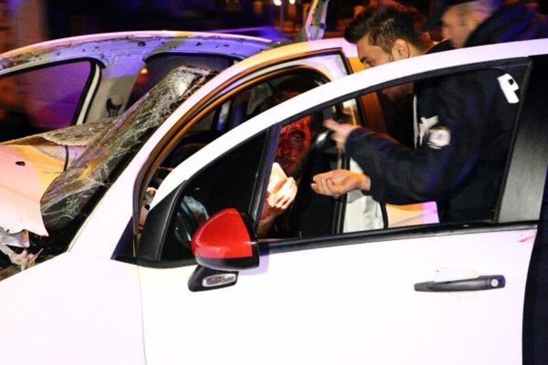 Ankara'da otomobil ile kamyonet çarpıştı: 2 yaralı