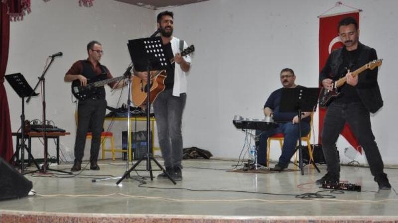 Öğretmenlerden Cumhuriyet konseri