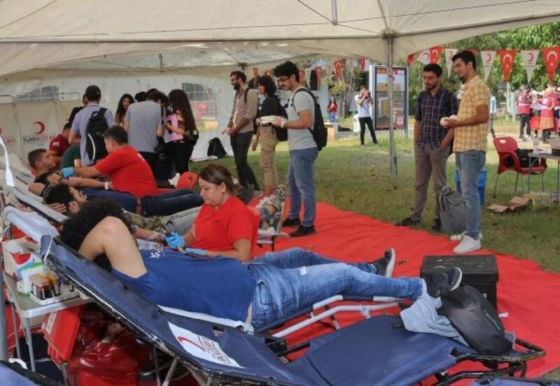 Çukurova Üniversitesi öğrencileri, kan bağışında bulundu