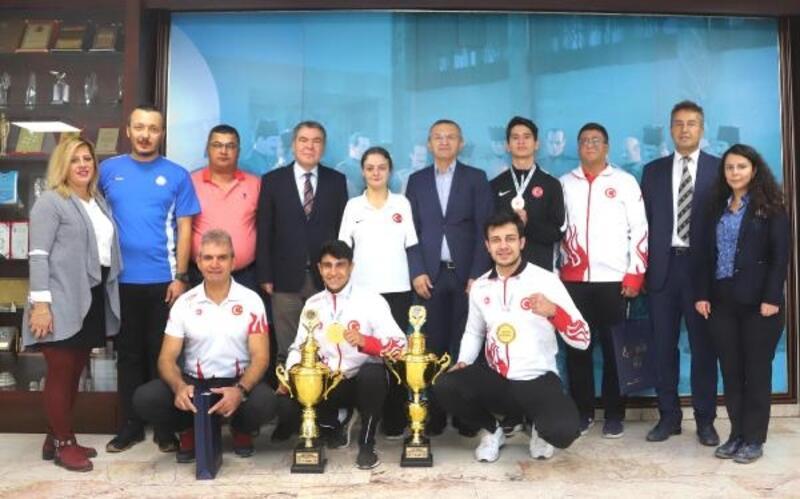 Büyükşehir'den milli sporculara ödül