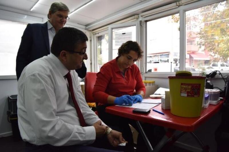 Başkan Öz ve belediye personeli, kan ve kök hücre bağışında bulundu