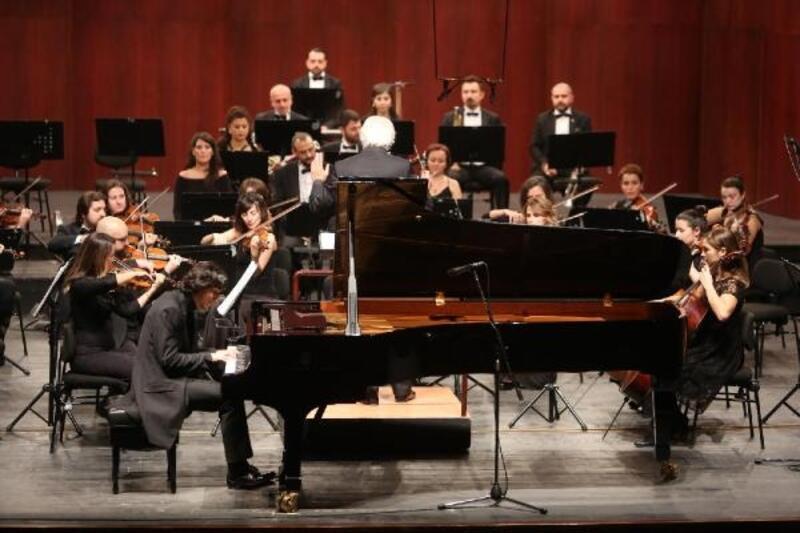 Piyanist Cem Babacan Senfoni Orkestrası'nın konuğu oldu