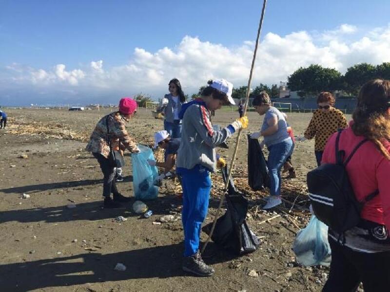 İskenderun'da 'Tek Evimiz Dünya' temizliği