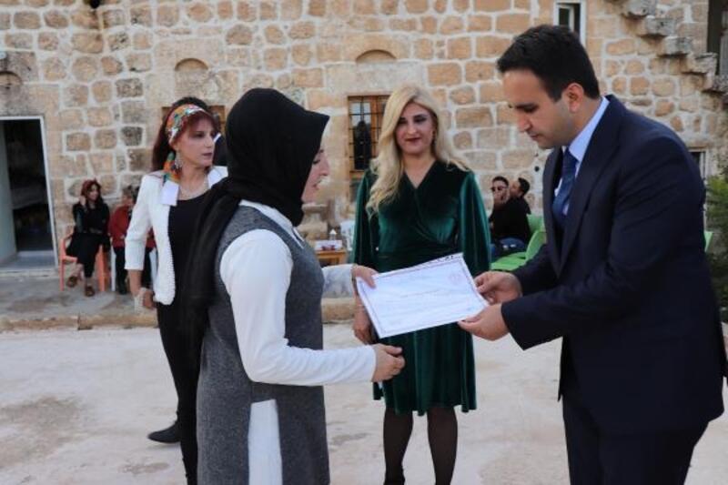 Midyat'ta başarılı kadınlara sertifika