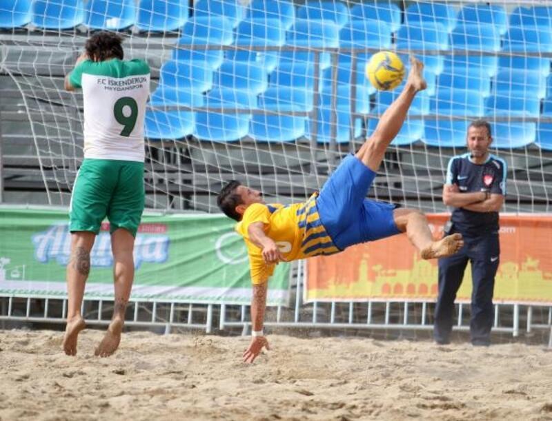 Plaj futbolunda çeyrek finaller oynandı