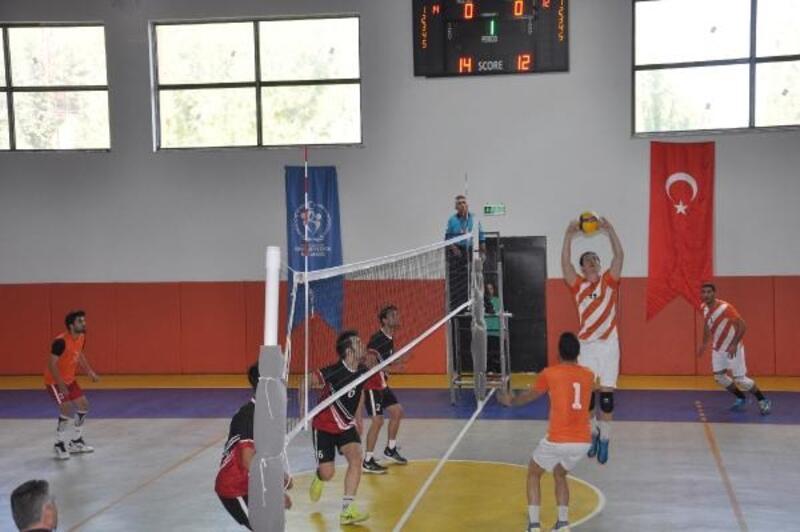 İslahiye Anadolu Lisesi Voleybol takımı, lige mağlubiyetle başladı