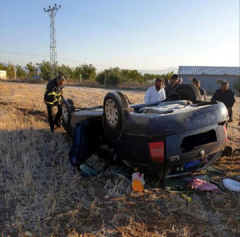 Otomobil tarlaya devrildi: 1 ölü