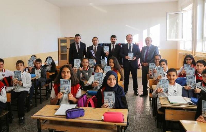 Başkan Bilgin öğrencilere kitap hediye etti