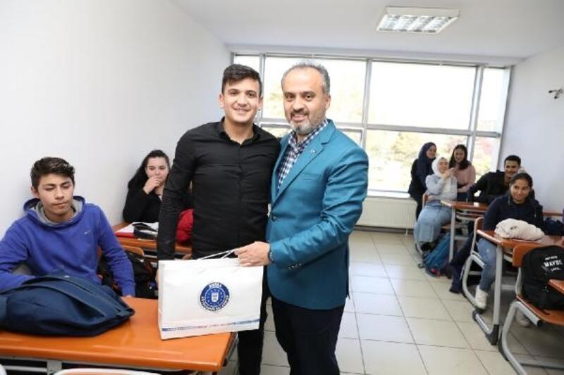 Bursa'da gençler üniversiteye Büyükşehir Belediyesi ile hazırlanıyor