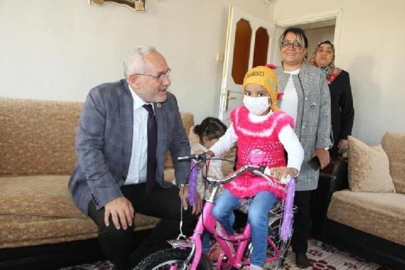 Başkan Tosyalı'dan lösemili çocuklara tablet