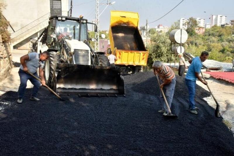 Toroslar'da asfalt ve kaldırım çalışması