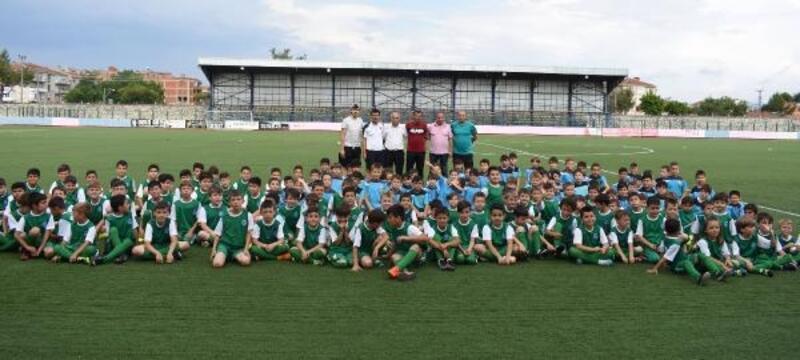 Yenişehir'de çocuklara ücretsiz halısaha
