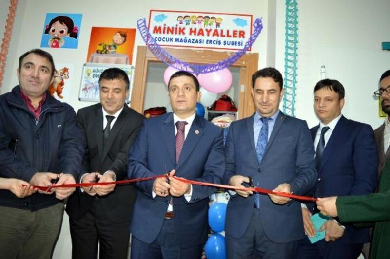 Erciş'te 'Minik Hayaller Çocuk Mağazası' açıldı