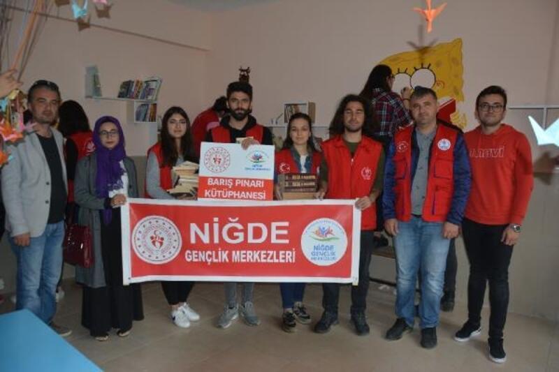Köy okuluna 'Barış Pınarı' kütüphanesi kuruldu