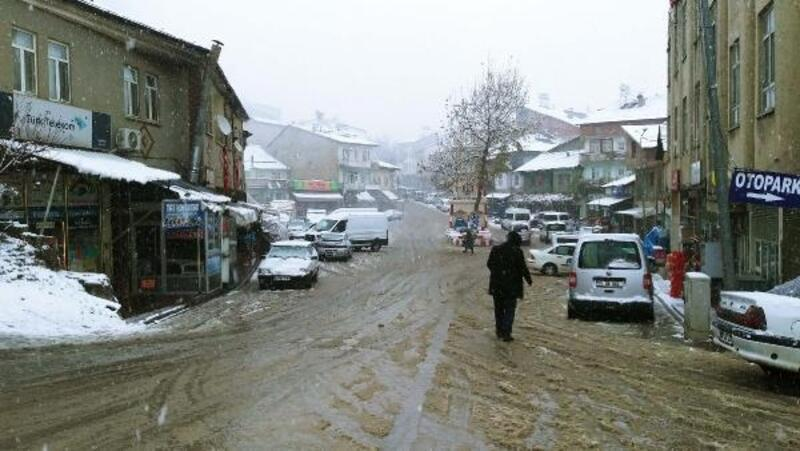 Çelikhan'a yılın ilk karı yağdı