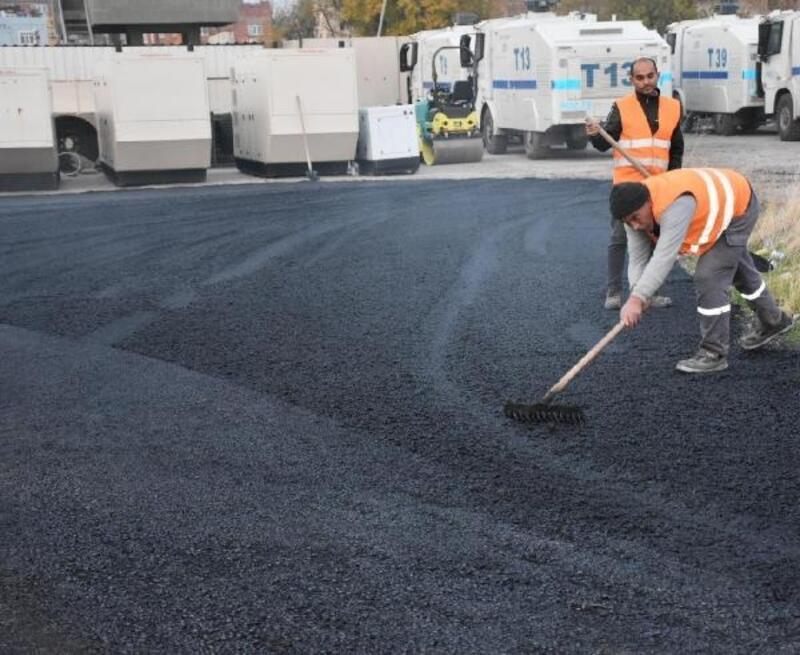 Bağlar Belediyesi'nden çevik kuvvet binasına asfalt