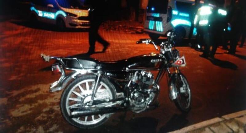 Motosiklet devrildi, sürücü yaralandı