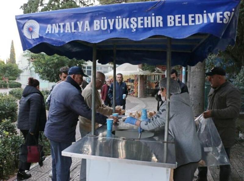 Büyükşehir'den her sabah çorba ikramı
