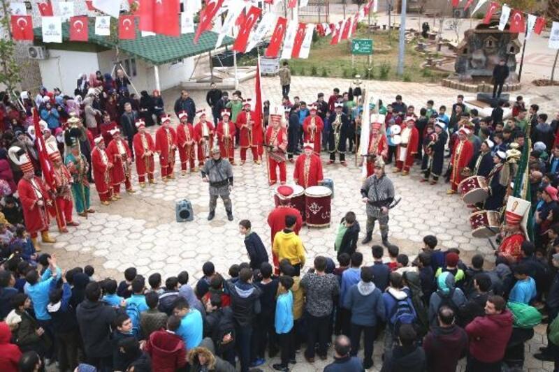Reyhanlı'da, Suriyeli yetimlere mehteranlı konser