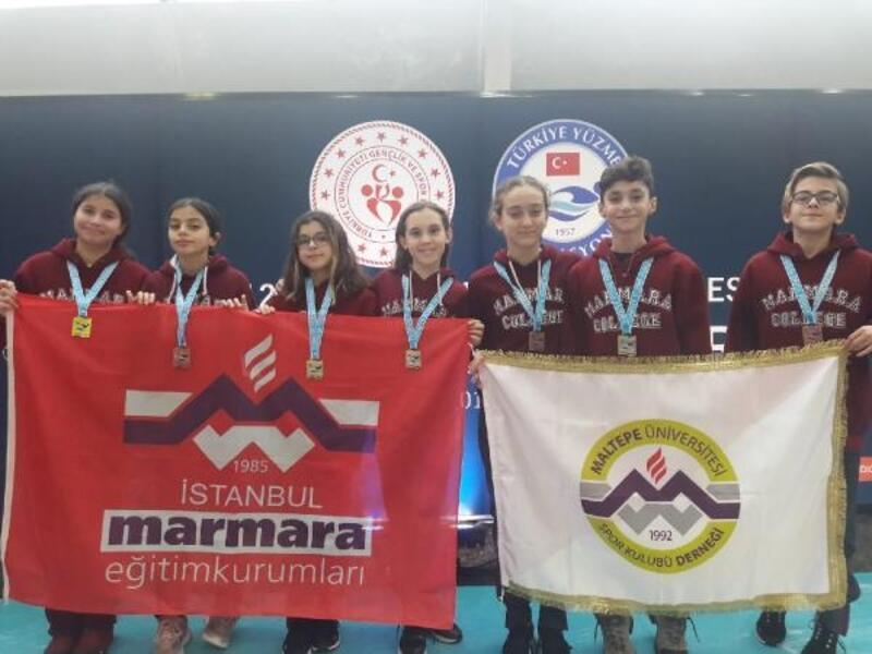 Genç yüzücüler İstanbul'a madalya ile döndü