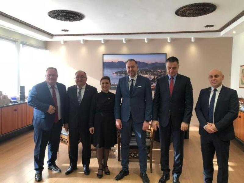 Başkan Salman resmi ziyaretlerini sürdürüyor