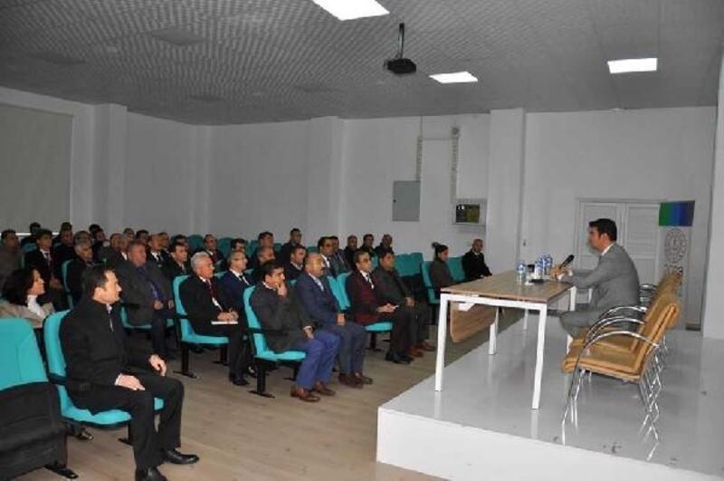 Gölbaşında okul müdürleri toplantısı yapıldı