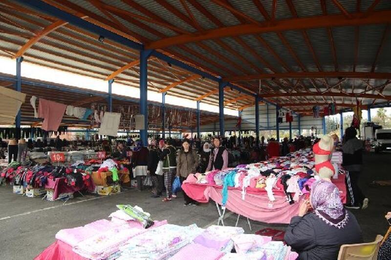 Yüreğir'de sosyete pazarı açıldı