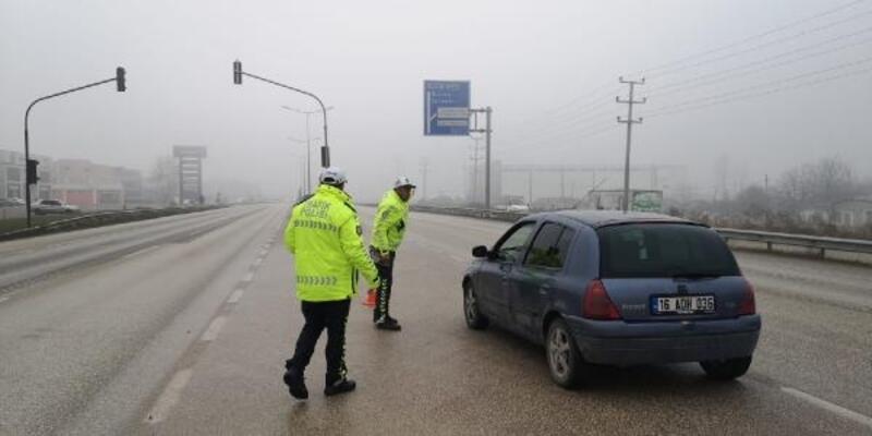 İnegöl'de trafik polisleri sis nöbetinde